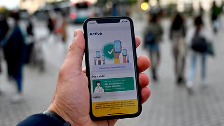 L'application TousAntiCovid sur un téléphone portable, à Rennes, le 23 octobre 2020 (image d'illustration)