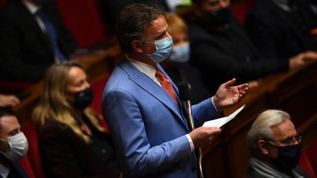 Le député du groupe parlementaire Libertes et territoires François-Michel Lambert s'exprime lors d'une séance de questions au gouvernement à l'Assemblée nationale, le 12 janvier 2021.
