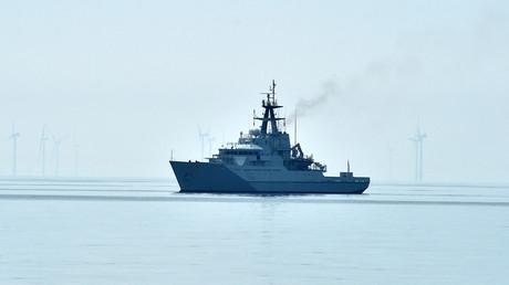 Un patrouilleur de la Royal Navy au large du port de Brighton, le 8 mai 2020 (image d'illustration)