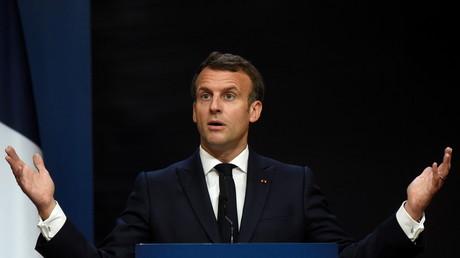 Le président français Emmanuel Macron en conférence de presse lors du sommet social européen organisé à Porto, le 8 mai 2021.