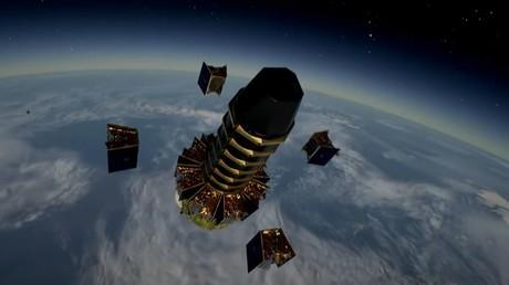 Capture d'écran effectuée sur une diffusion YouTube d'Arianespace, au moment d'un déploiement de satellites de la constellation OneWeb, le 25 mars 2021.