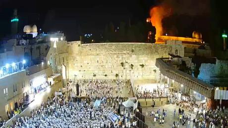 Le mur des lamentations et l'esplanade des Mosquées en flammes en arrière plan le 10 mai.