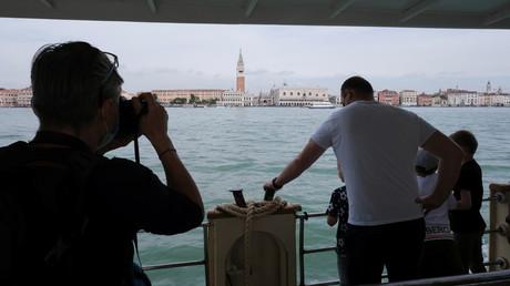Les touristes de retour à Venise (illustration).