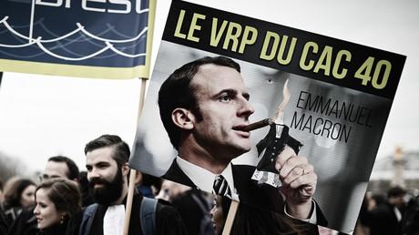 Une pancarte aperçue lors d'une manifestation réunissant avocats, magistrats et greffiers, le 15 janvier 2019 à Paris.