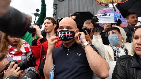Andreï Pivovarov, directeur de l'organisation Open Russia, qui fait partie de la liste des ONG étrangères dont «les activités sont indésirables sur le territoire russe», photographié lors d'une manifestation à Moscou en juillet 2020 (image d'illustration).