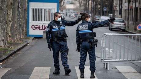 Deux agents de la police municipale, à Lyon,  le 7 mars 2021 (image d'illustration)