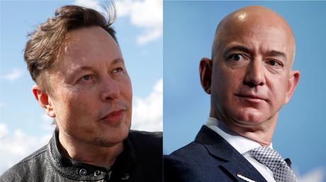 Photomontage présentant Elon Musk (à gauche) et Jeff Bezos (à droite).