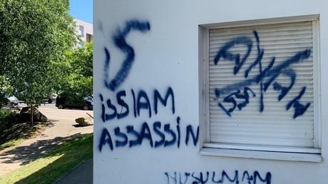 Des inscriptions islamophobes sur une résidence étudiante à Bron, le 28 mai 2021.