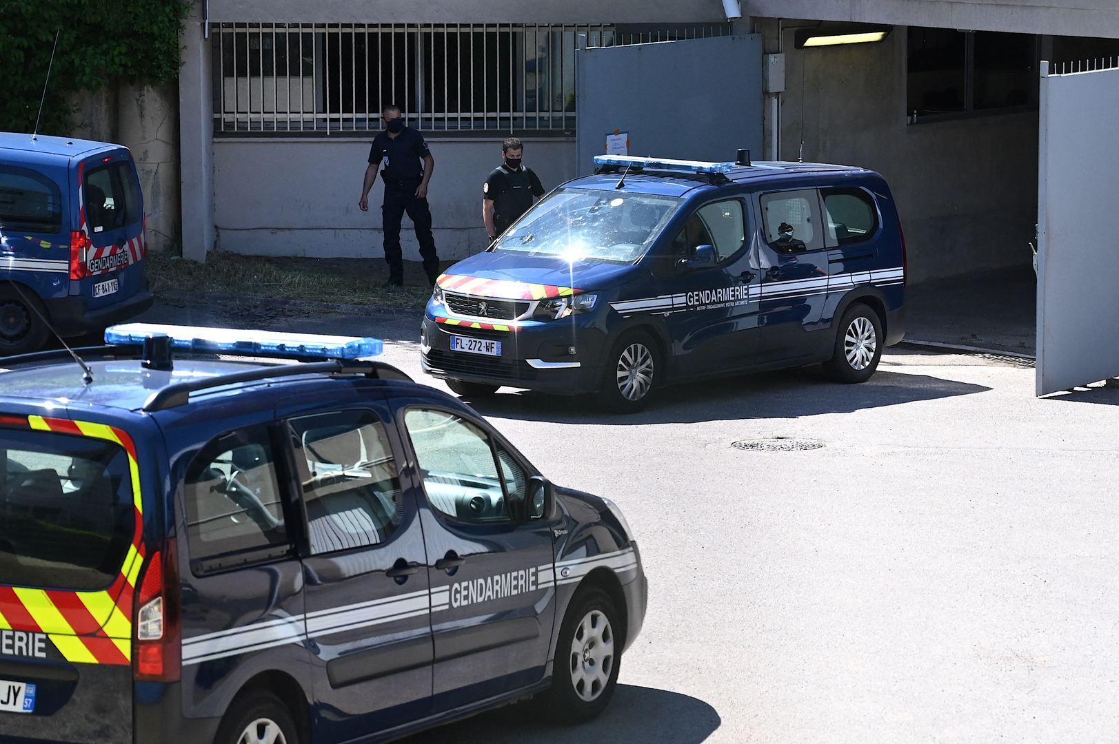 Puy-de-Dôme : des manifestants venus soutenir un sans-papier évacués d'une sous-préfecture