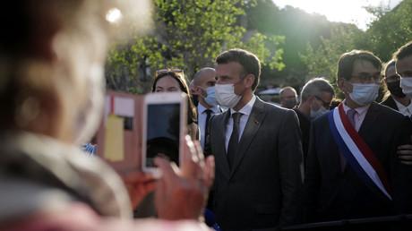 Emmanuel Macron lors d'un déplacement à Saint-Cirq-Lapopie, Lot, le 2 juin (image d'illustration).