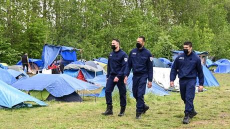 Patrouille de la Brigade verte au camp de migrants de la Grande Synthe aux portes de Calais, le 25 mai 2021 (image d'illustration)