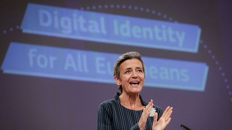 Margrethe Vestager, Commissaire européen à la société numérique, lors de la conférence de presse présentant la carte d'identité européenne et numérique le 3 juin.