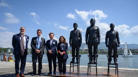 Le député suisse Carlo Sommaruga, le rapporteur spécial de l'ONU sur la torture Nils Melzer, l'avocat d'Assange le français Antoine Vey et Stella Moris, compagne d'Assange lors de l'
