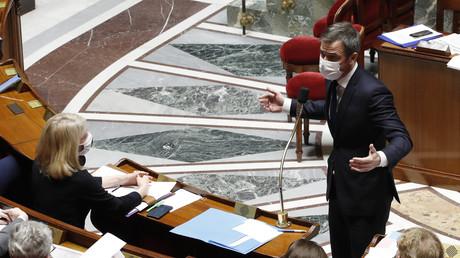 Le ministre de la Santé Olivier Veran à l'Assemblée nationale à Paris, le 16 mars 2021 (image d'illustration).