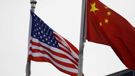 Des drapeaux chinois et américains photographiés à Pékin (Chine), le 21 janvier 2021 (illustration).