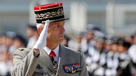 Le chef d'état-major de l'armée française François Lecointre à la base militaire d'Istres, le 20 juillet 2017.