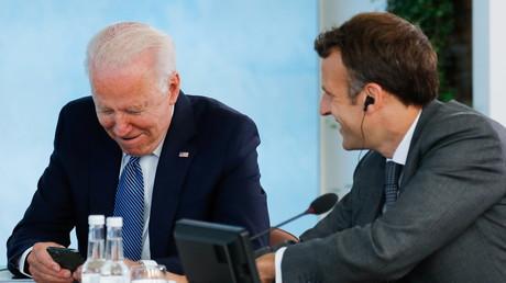 Le président américain Joe Biden et le président français Emmanuel Macron lors du sommet du G7 à Carbis Bay (Cornouailles), en Angleterre le 13 juin 2021.