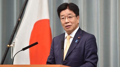 Katsunobu Kato annonçant les membres du nouveau gouvernement formé le 16 septembre 2020, à Tokyo (image d'illustration).