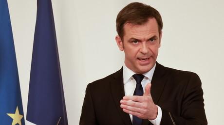 Olivier Véran lors d'une conférence de presse, à Paris, le 25 mars 2021 (image d'illustration).