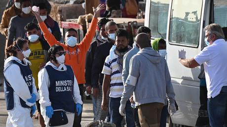 Migrants débarquant sur les îles Pélages en Sicile, le 17 mai 2021 (image d'illustration).