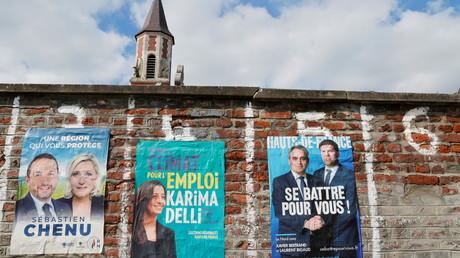 Panneaux électoraux à Cantin, en France, le 11 juin 2021.