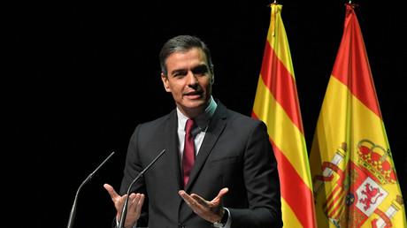 Pedro Sanchez, premier ministre espagnol, annonçant la grâce des indépendantistes au Gran Teatre del Liceu à Barcelone.