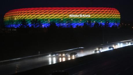 L'Allianz Arena de Munich éclairée aux couleurs LGBT, le 30 janvier 2021 (image d'illustration).