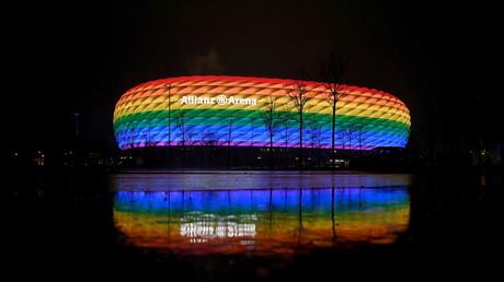 Le stade Allianz Arena de Munich éclairé aux couleurs arc-en-ciel le 30 janvier 2021 (image d'illustration).