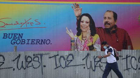 Une affiche montrant le président nicaraguayen Daniel Ortega et la vice-présidente Rosario Murillo à Managua, Nicaragua, le 21 juin 2021.