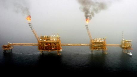 Vue d'une plateforme iranienne de forage sur le champ pétrolifère de Soroush dans le golfe Persique, le 25 juillet 2005 (illustration).