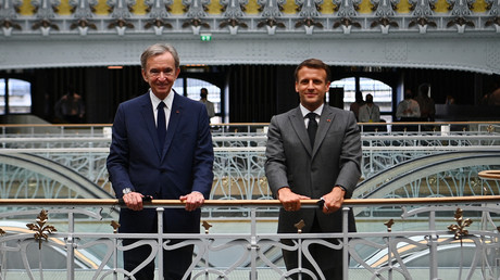 Bernard Arnault et Emmanuel Macron, lors de l'inauguration de la Samaritaine, le 21 juin 2021.