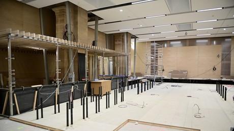 Travaux à l'intérieur de la nouvelle salle d'audience dédiée au «procès du siècle», le 4 mars 2021 (image d'illustration).