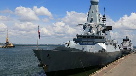 Le destroyer HMS Defender de la Royal Navy à quai dans le port d'Odessa en Ukraine le 18 juin 2021.