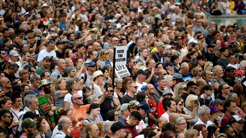 Angleterre : des milliers de manifestants à Londres et Manchester contre les mesures sanitaires