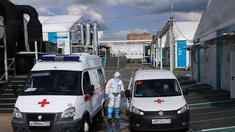 Ambulances médicales dédiées aux malades du Covid-19 près de Moscou le 2 juillet 2021 (image d'illustration).