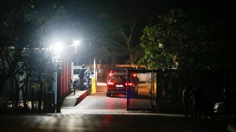 Le convoi de police venant chercher l'ancien présidend sud-africain Jacob Zuma à son domicile à Nkandla le 7 juillet 2021