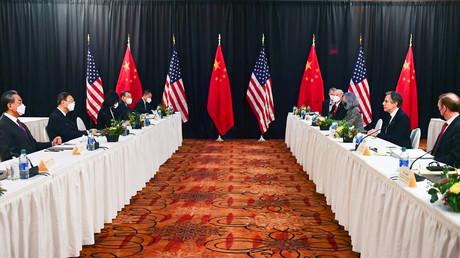 Les équipes du secrétaire d'Etat américain Antony Blinken et celles du ministre chinois des Affaires étrangères Yang Jiechi sont réunies le 18 mars 2021 à Anchorage en Alaska (Etats-Unis) pour évoquer les relations entre les deux pays (image d'illustration).