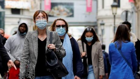 Une foule portant masque, à Paris le 27 mai 2021 (image d'illustration).
