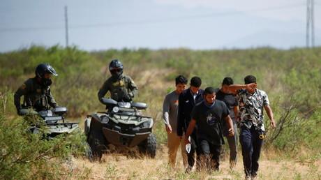 Des migrants sont arrêtés par des agents du CBP au Nouveau-Mexique (image d'illustration du 15 juillet).