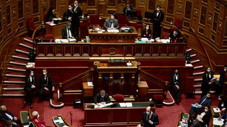 Deux groupes politiques au Sénat ont annoncé saisir le Conseil constitutionnel pour examiner le projet de loi instaurant le pass sanitaire (image d'illustration).