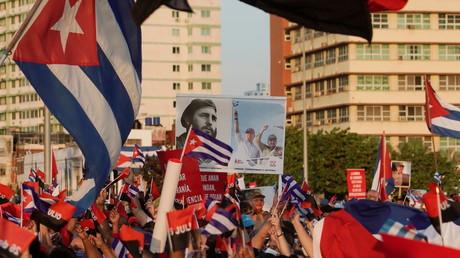 Cuba : des milliers de personnes à La Havane pour défendre le gouvernement et la révolution
