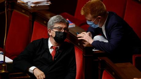 Jean-Luc Mélenchon et Adrien Quatennens à l'Assemblée nationale le 22 juin 2021 (image d'illustration).