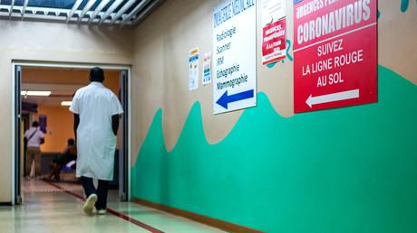 Un infirmier dans un hôpital de Guadeloupe le 29 septembre 2020 (image d'illustration).
