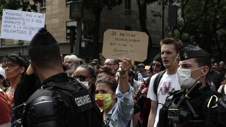 Manifestation à Paris contre l'extension du pass sanitaire, le 17 juillet.