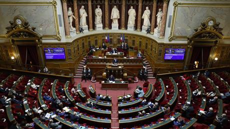 Exemption pour les mineurs et les terrasses : le Sénat remanie le texte sur le pass sanitaire