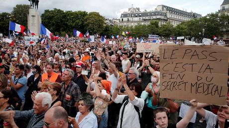 Manifestations anti-pass sanitaire : Attal évoque une «infime minorité dans l'instrumentalisation»