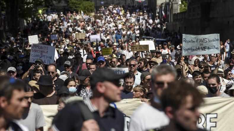 Proteste gegen den Impfpass brachte in Frankreich mehr als 380.000 Menschen auf die Straße (Videos)