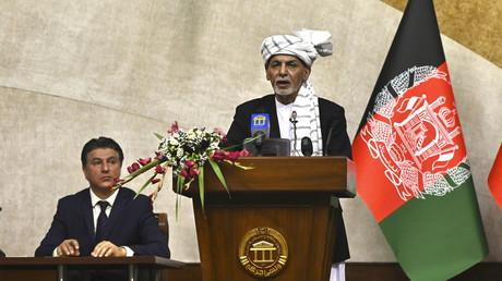 Le président afghan Ashraf Ghani s'exprime lors d'une réunion au Parlement à Kaboul le 2 août 2021.