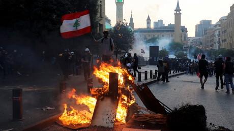 Des dizaines de manifestants ont été blessés lors des heurts avec les forces de sécurité du Parlement à Beyrouth, le 4 août 2021.