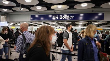 La file d'attente devant le contrôle aux frontières du terminal 5 de l'aéroport de Londres-Heathrow,  le 4 août 2021 (image d'illustration)